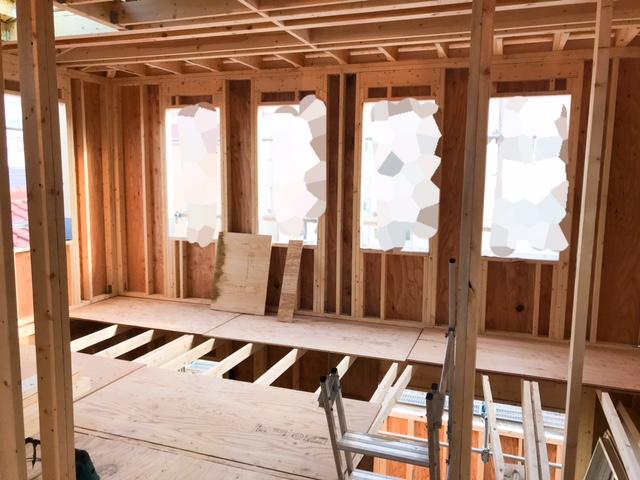 ロビンスジャパンの工事中の様子_注文住宅のブログ_吹き抜け_YKKapの窓