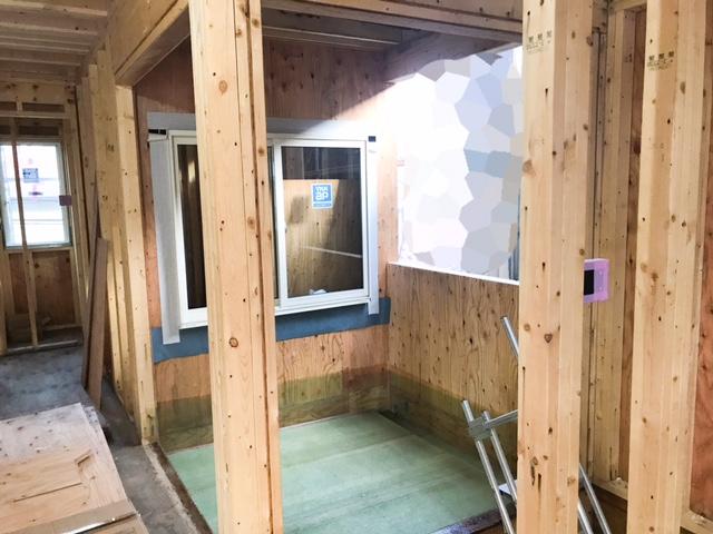 ロビンスジャパンの工事中の様子_注文住宅のブログ_2畳のインナーバルコニーYKKapの窓