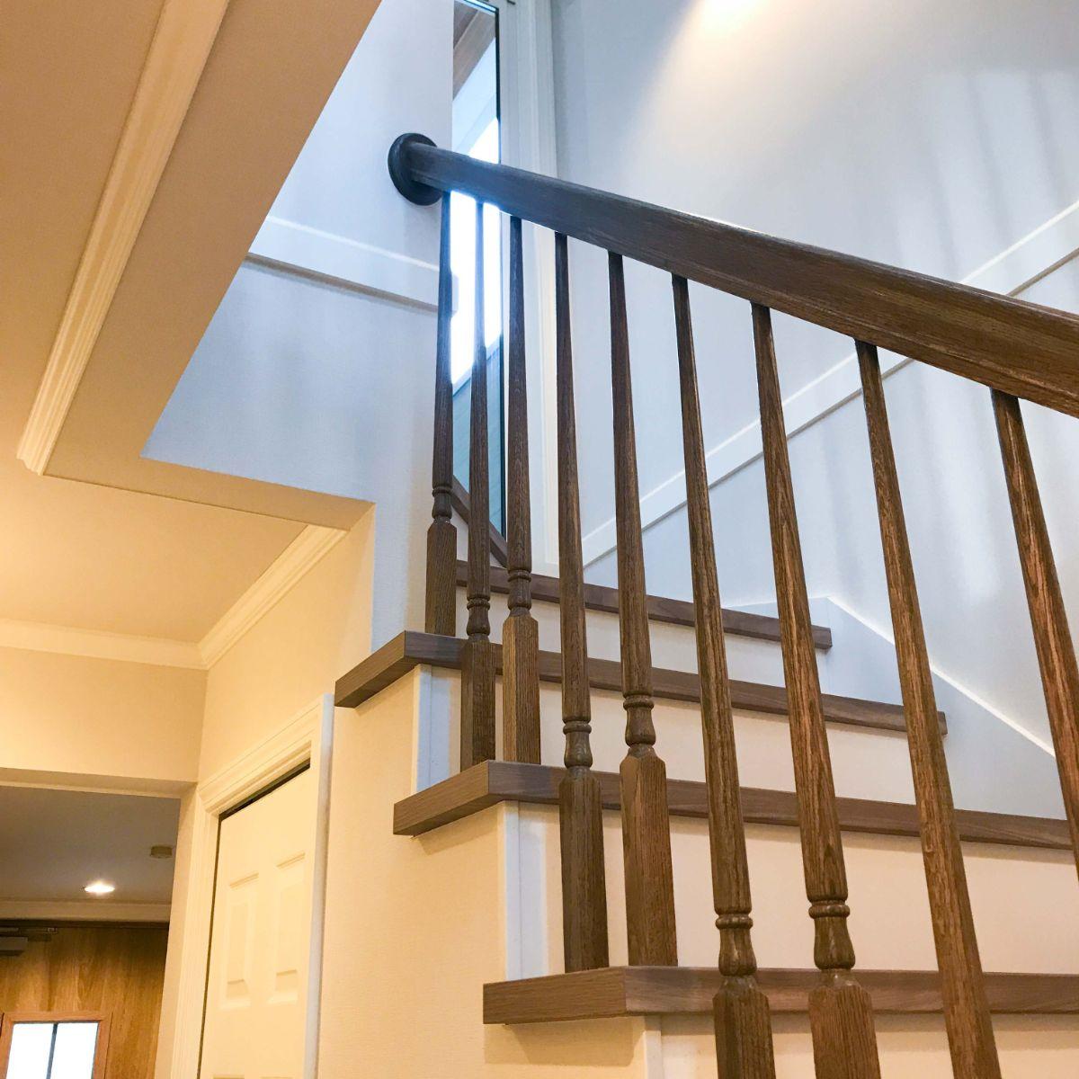 1階から2階の階段手すり