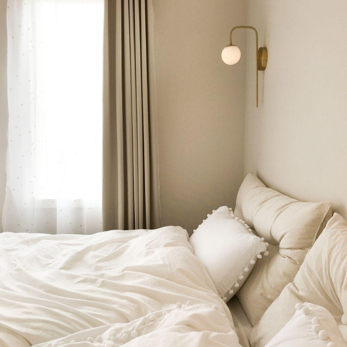 寝室のブラケットライト