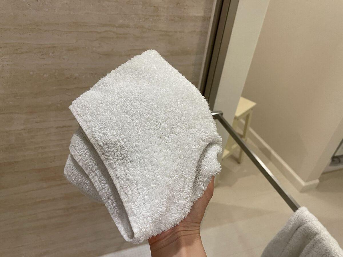 お風呂上がりに使ったタオルで水気を拭く