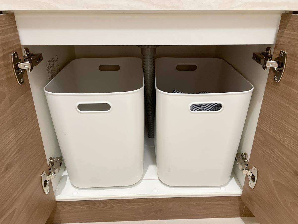 洗面所の下の無印のやわらかポリエチレンケース洗濯かご