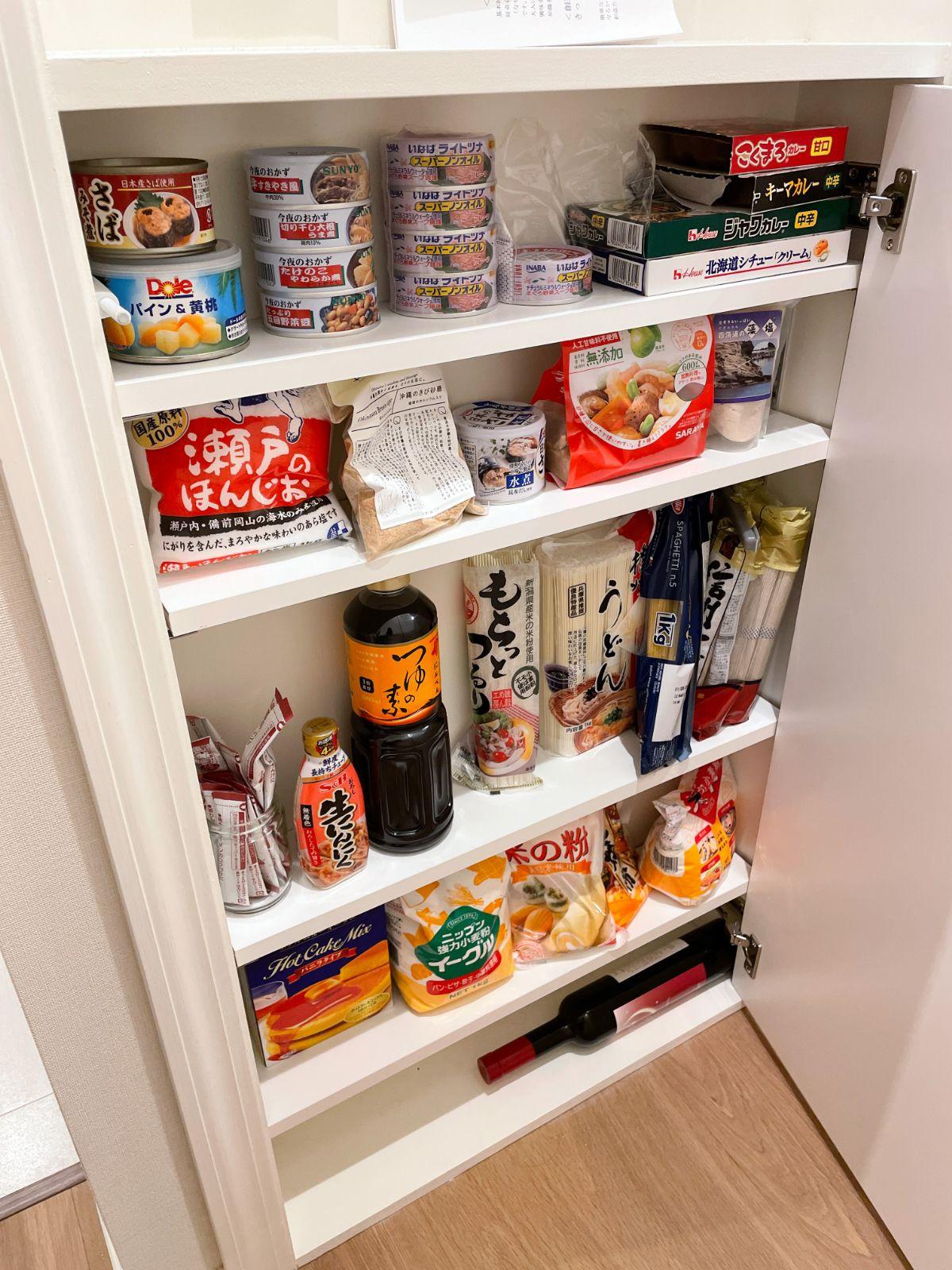 浅い食品ストック棚