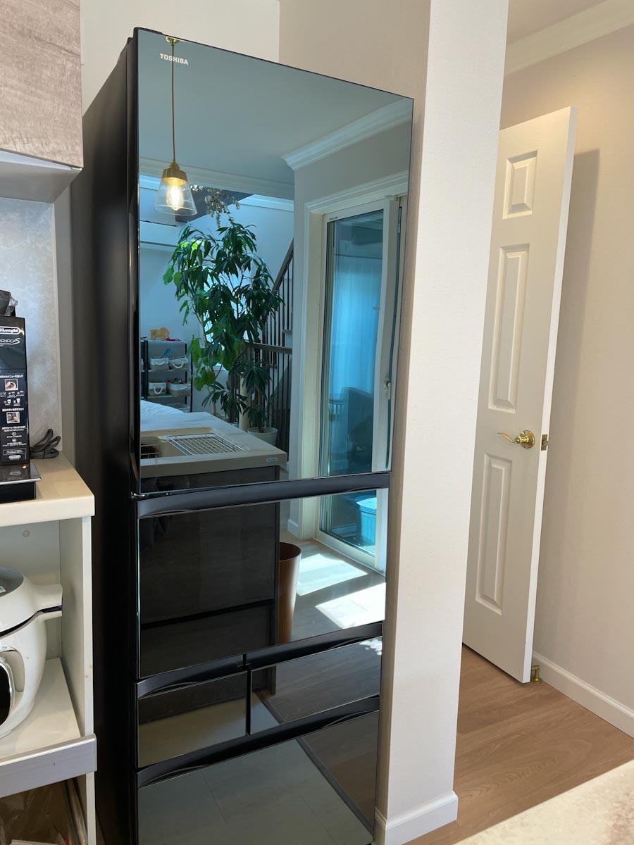 鏡面の冷蔵庫
