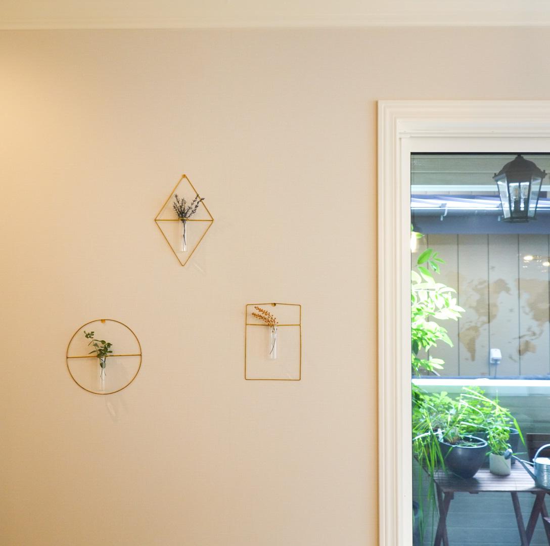 これなら簡単!ドライフラワーを壁に飾ってみました♪